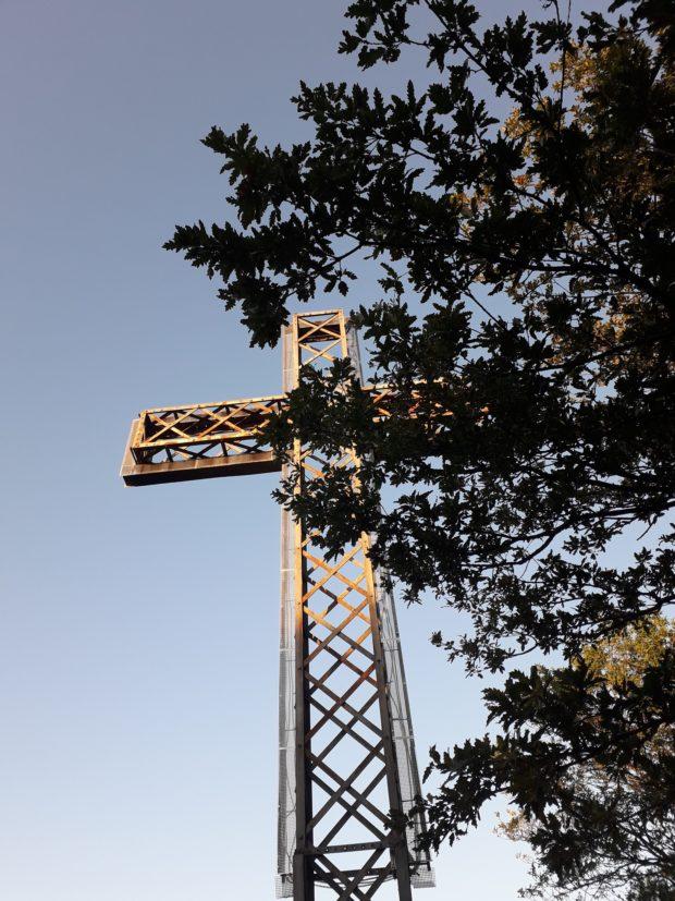 Sul Monte Croce svetta una croce in ferro