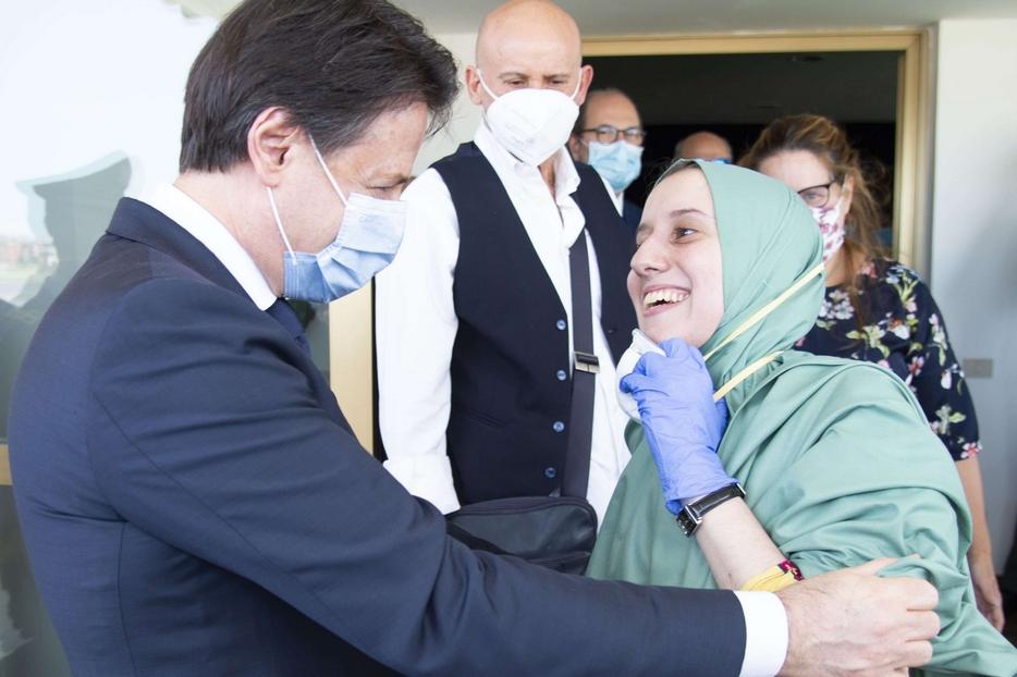 Silvia Romano: un sorriso  diventato messaggio di umanità